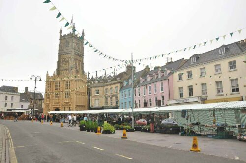 Cirencester Church and Market Street - Cotswold Websites